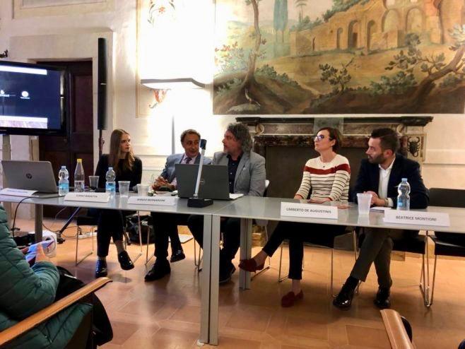 """Si è svolto il 27 Aprile 2019 a Spoleto presso la splendida sala delle Rovine di Palazzo Mauri il Convegno """"L'anima ha bisogno di un luogo""""."""